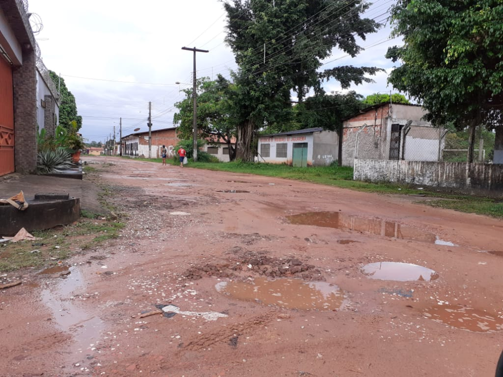 PAÇO DO LUMIAR – Prefeitura vai asfaltar avenida que não existe; obra custa quase meio milhão