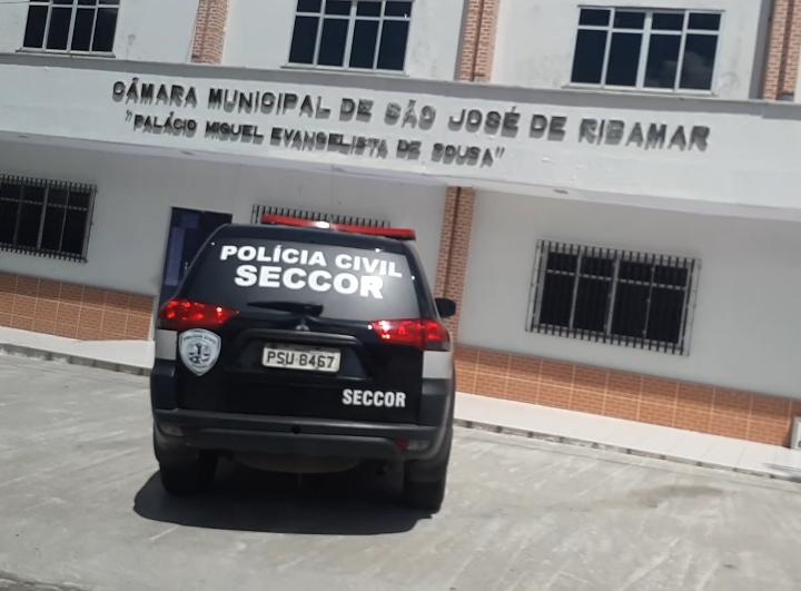 URGENTE! Polícia Civil faz batida na Câmara Municipal de São José de Ribamar