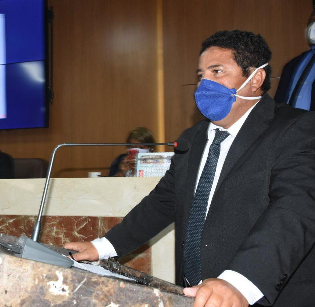 Sá Marques denuncia cobrança abusiva de funerárias para transporte de vítimas da Covid-19