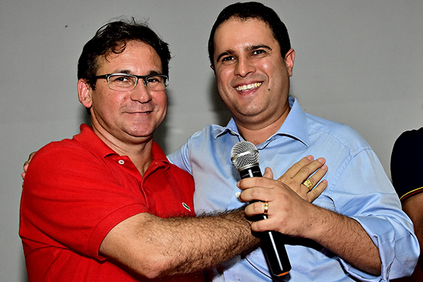 ALÔ, MPE! Vice-prefeito de SLZ se afoba e é flagrado fazendo propaganda eleitoral antecipada