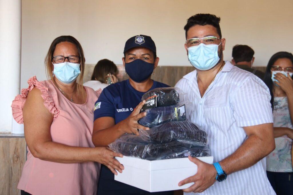 Peritoró: Dr. Júnior valoriza Guarda Municipal e apresenta novos uniformes à classe